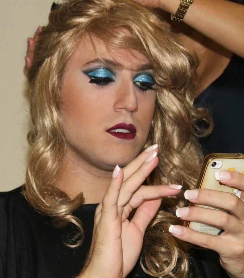 maquiagem Maquiagem para um desfile. Trabalho da faculdade, inspirado na Disney, nossa modelo foi inspirada na personagem Alice no Pais das maravilhas, ja crescida. stylist / visagista