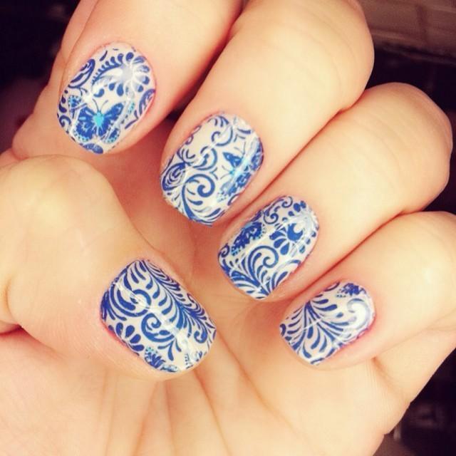decorada estilo floral, azul e branco unhas  maquiador(a) manicure e pedicure esteticista micropigmentador(a)