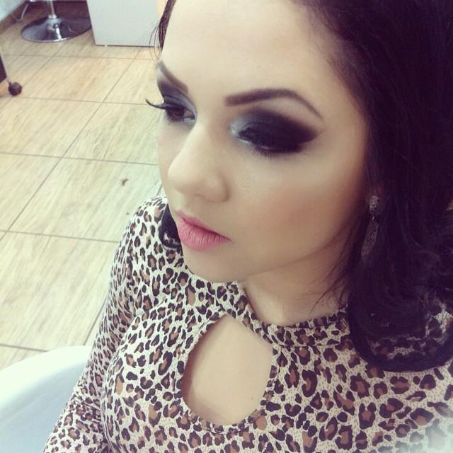 esfumado, rock elegante maquiagem  maquiador(a) manicure e pedicure esteticista micropigmentador(a)