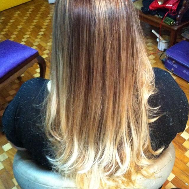 Colorimetria Francisca Carmona. festa, dia-a-dia, balada, degrade maquiagem  cabeleireiro(a)