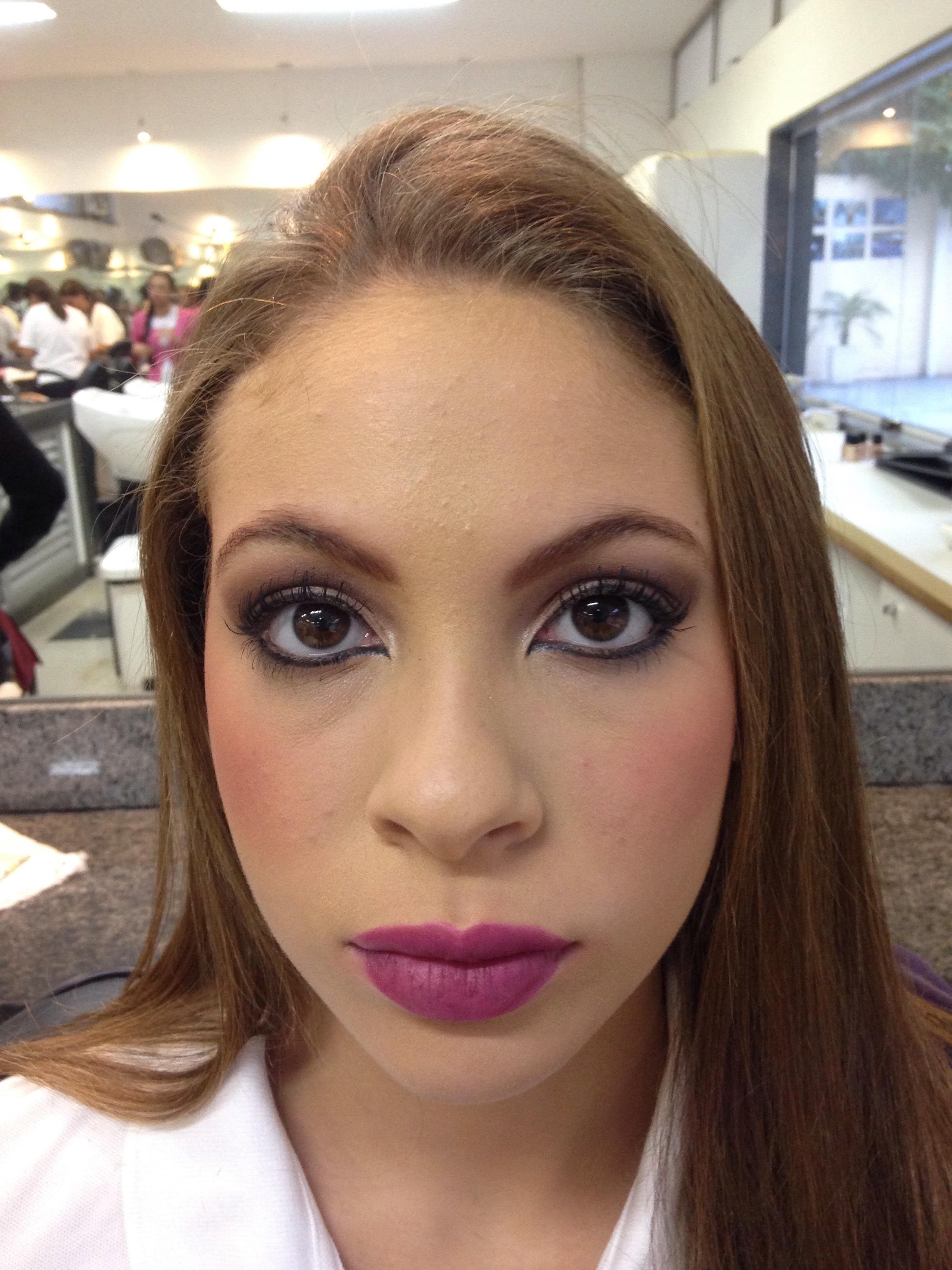 • Maquiagem Social para a Noite elegante, simples, trabalho, casamento, festa, almoço de negócios maquiagem  maquiador(a)