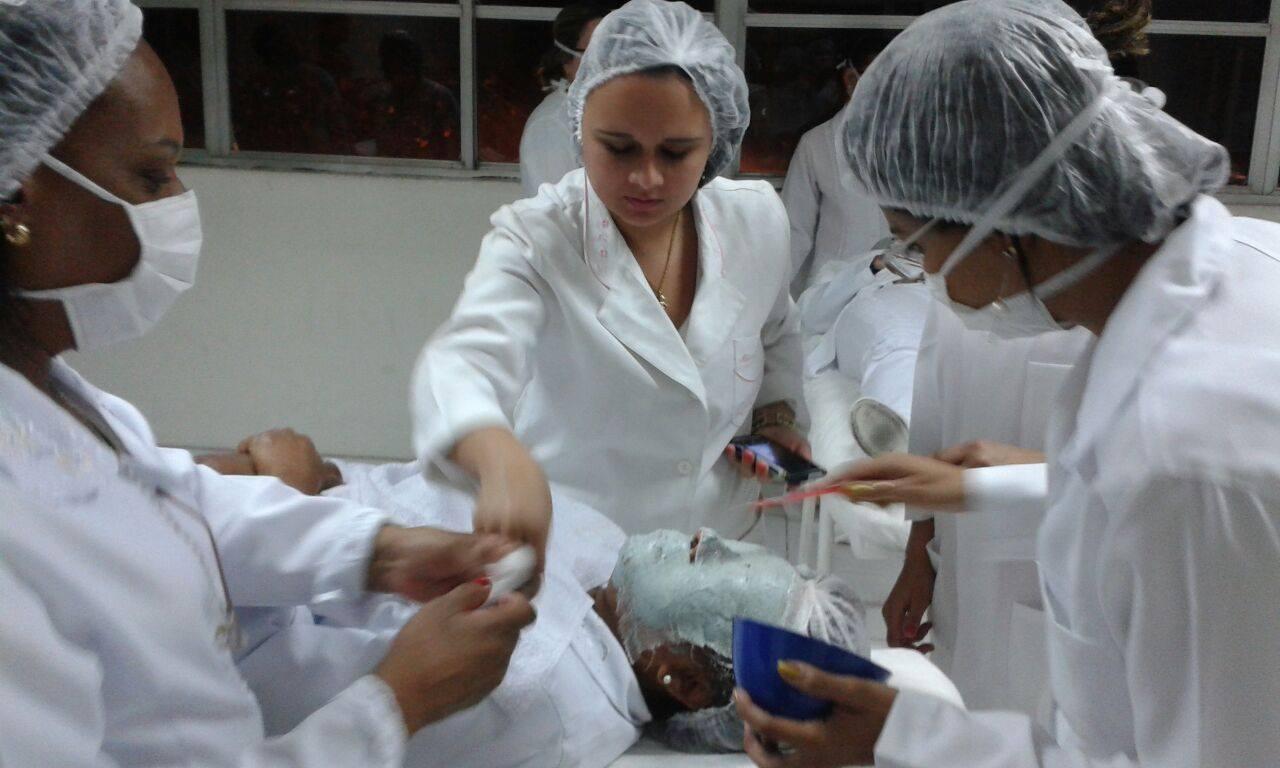 limpeza facial e tratamento com argila.  Esse trabalho foi realizado na faculdade celso lisboa no meu 2 período na faculdade de cosmotologia e estetica . docente / professor(a) manicure e pedicure depilador(a) esteticista