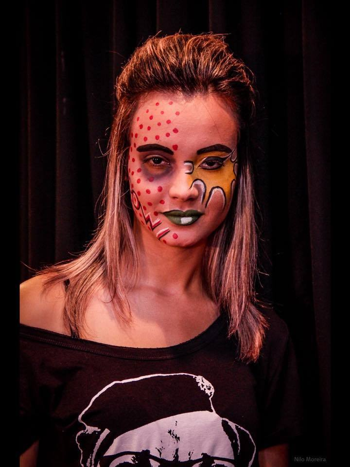 Artistica artística, festa á fantasia, halloween, estilo hq cabelo maquiagem  maquiador(a) designer de sobrancelhas