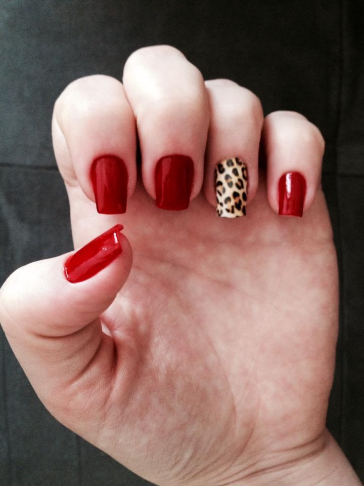 unhas oncinha, decorada, vermelho cremoso unhas  manicure e pedicure maquiador(a)
