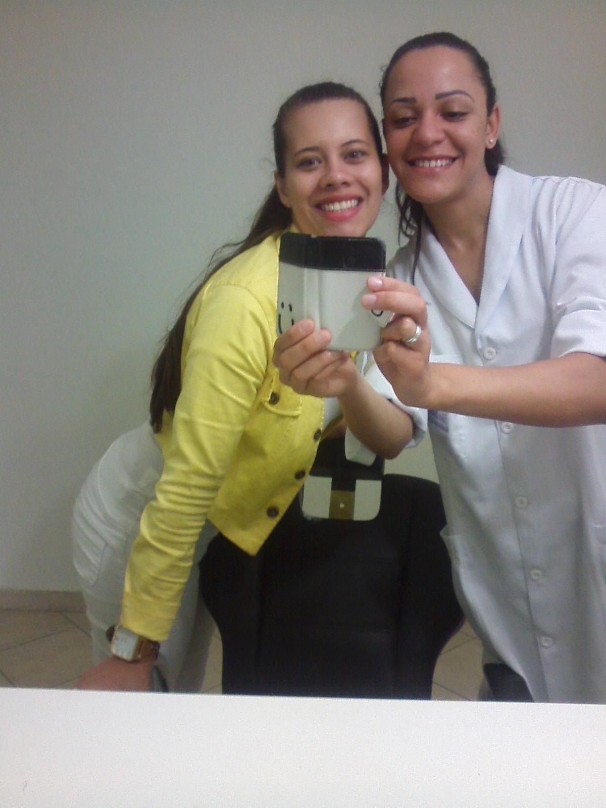Estágio Essa foto foi tirada quando fomos realizar um dia de estágio na clínica da professora. esteticista