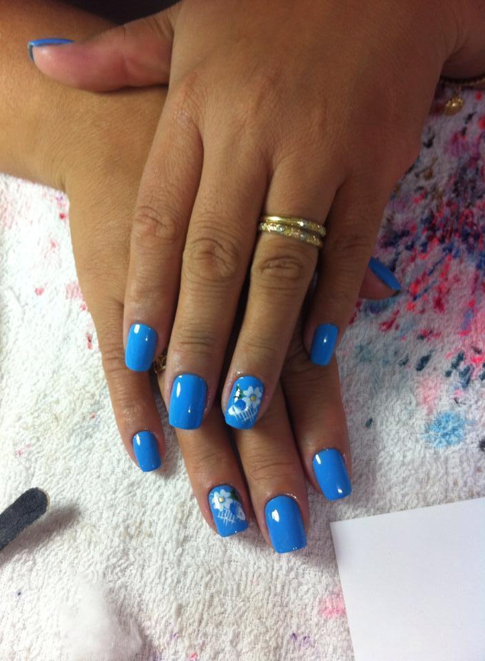 azul piscina, delicada, flor, dia-a-dia, trabalho unhas  manicure e pedicure
