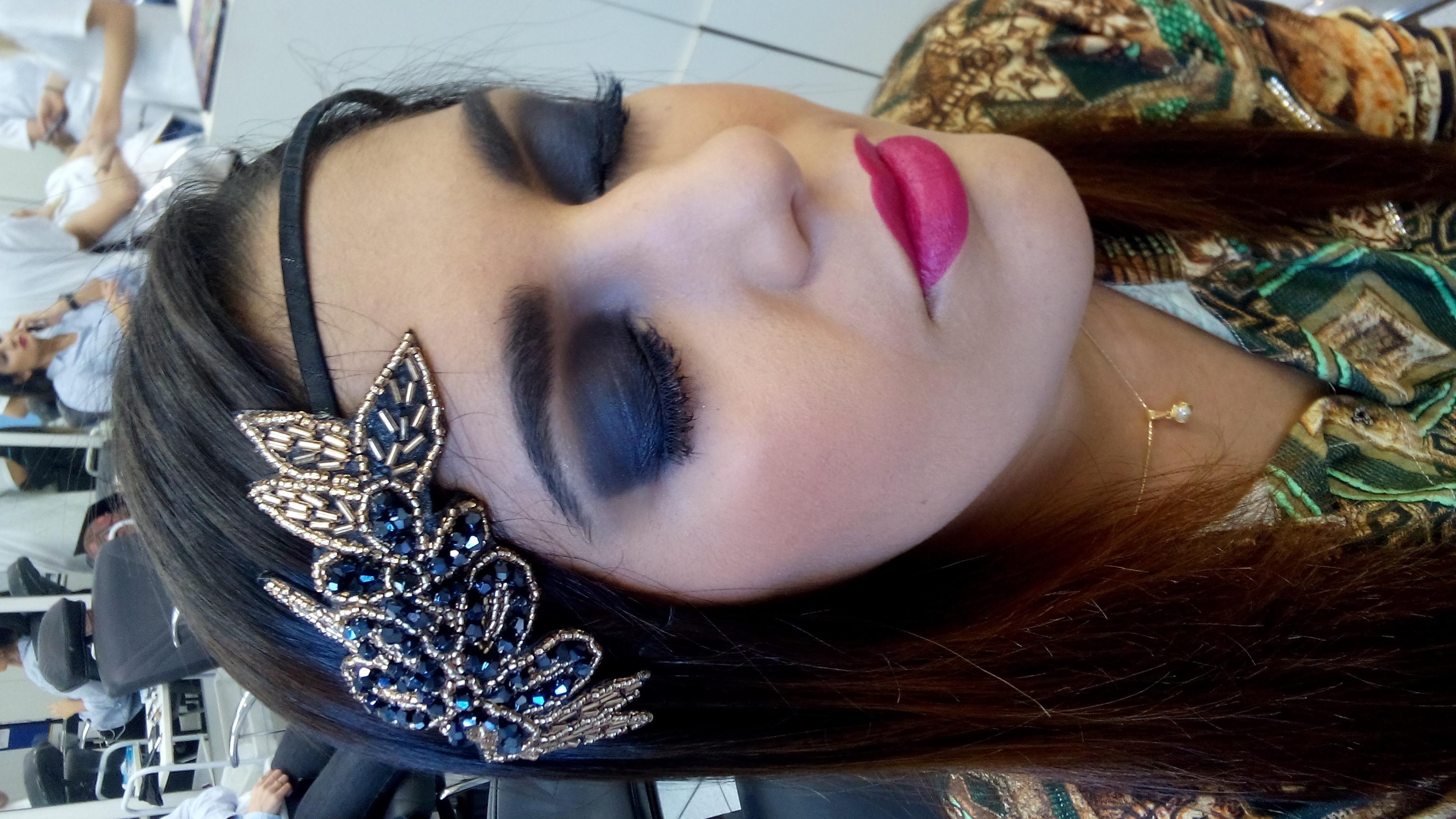 Maquiagem de época  rock, balada, festa, noite, casamento, esfumado maquiagem  maquiador(a) produtor(a)