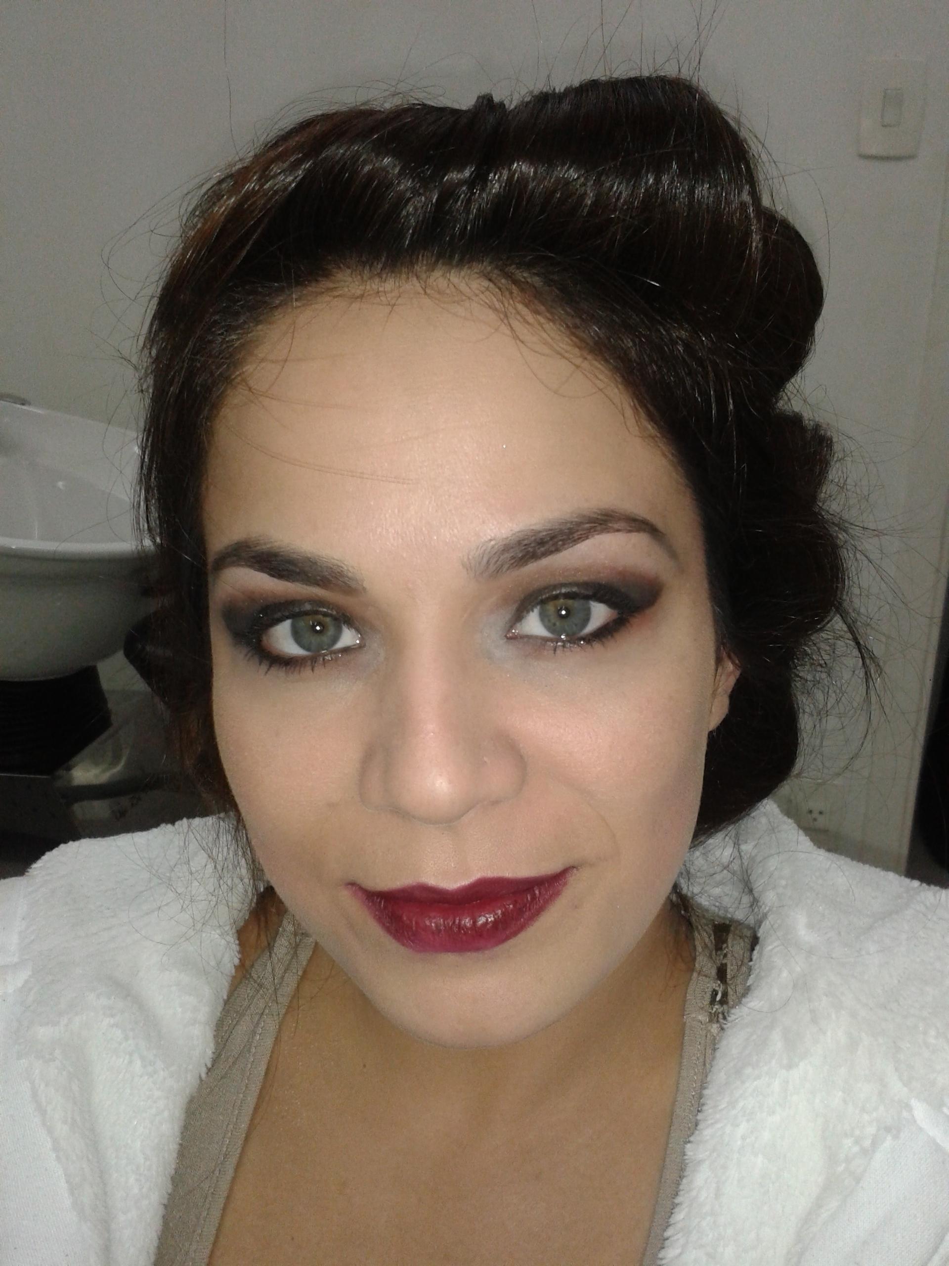 make-up Olhão bocão.  festa, noite, rock elegante maquiagem  cabeleireiro(a) barbeiro(a) maquiador(a) designer de sobrancelhas depilador(a)