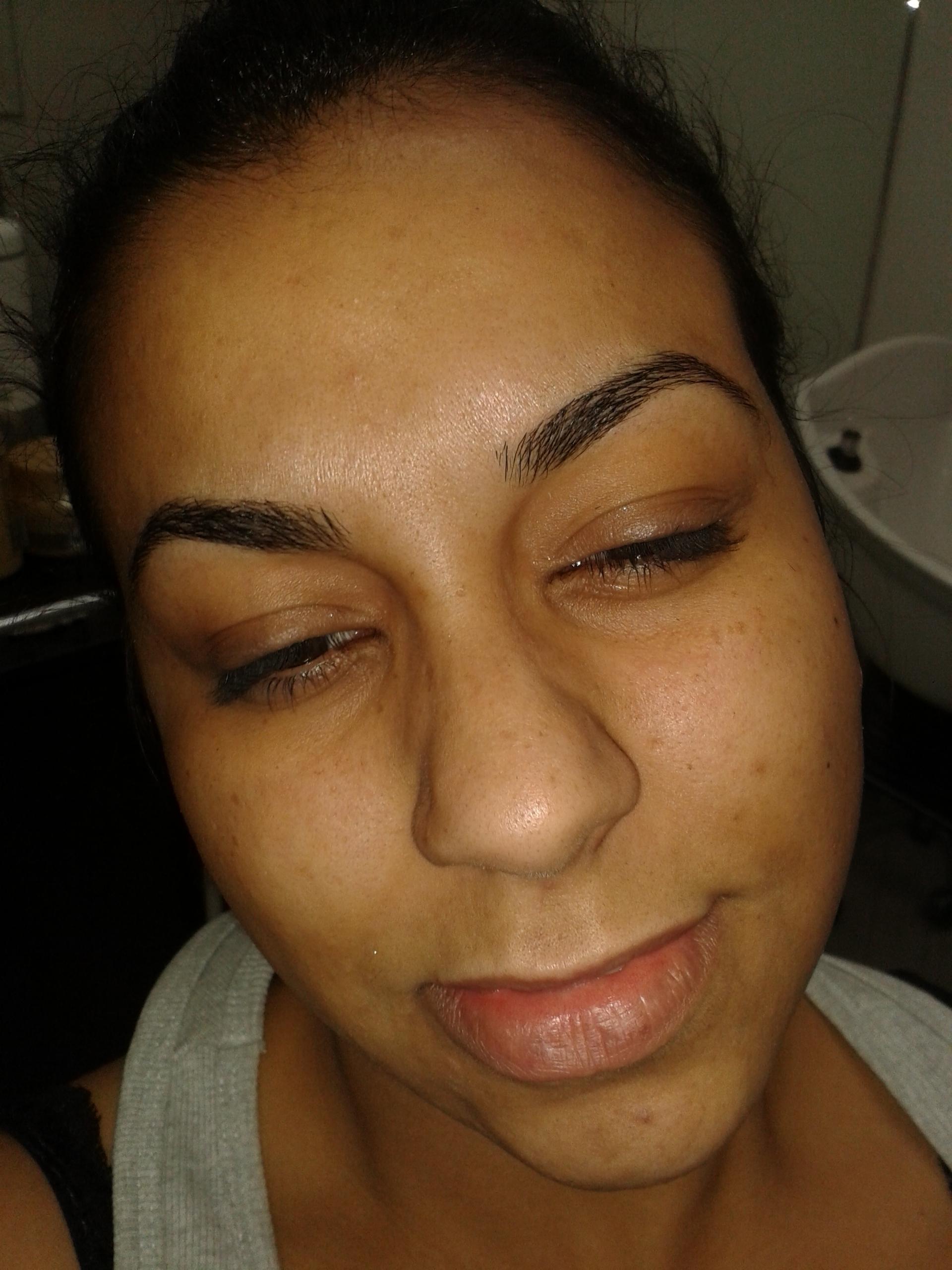 make-up cabeleireiro(a) barbeiro(a) maquiador(a) designer de sobrancelhas depilador(a)