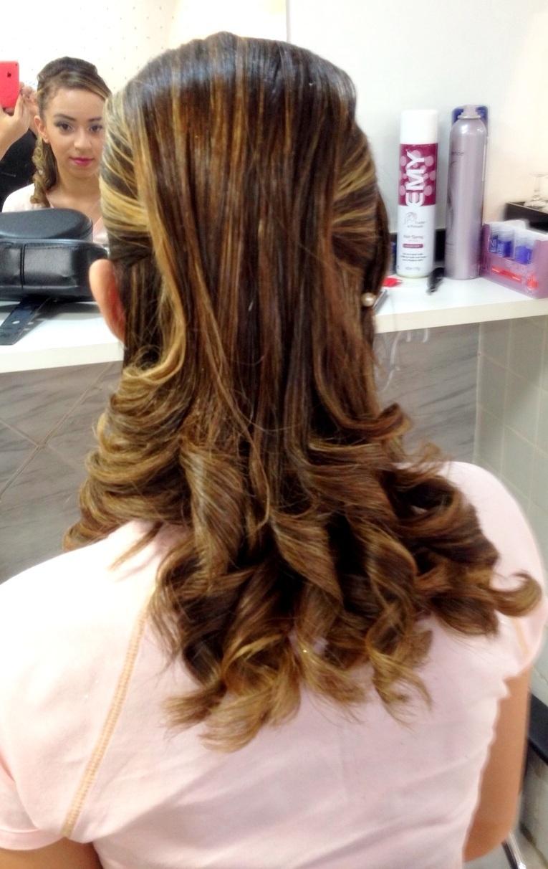 Penteado Penteado estilo moicano cacheado com pontos de luz penteado, noiva, moicano, cachos definidos, debutante,  cabelo  cabeleireiro(a) maquiador(a) consultor(a) em imagem