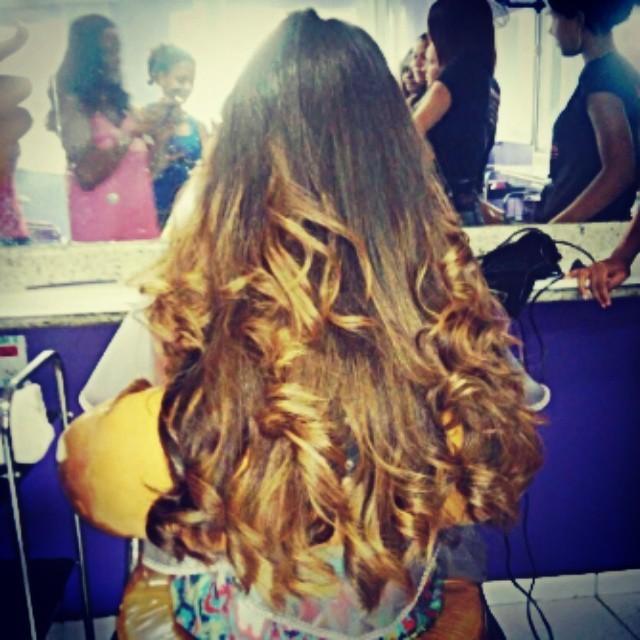 Mechas no Instituto Embelleze mechas, californiana, debutante, formatura, madrinha cabelo  cabeleireiro(a) maquiador(a) designer de sobrancelhas consultor(a) em negócios de beleza