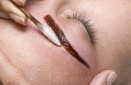 Sobrancelhas com henna esteticista depilador(a)