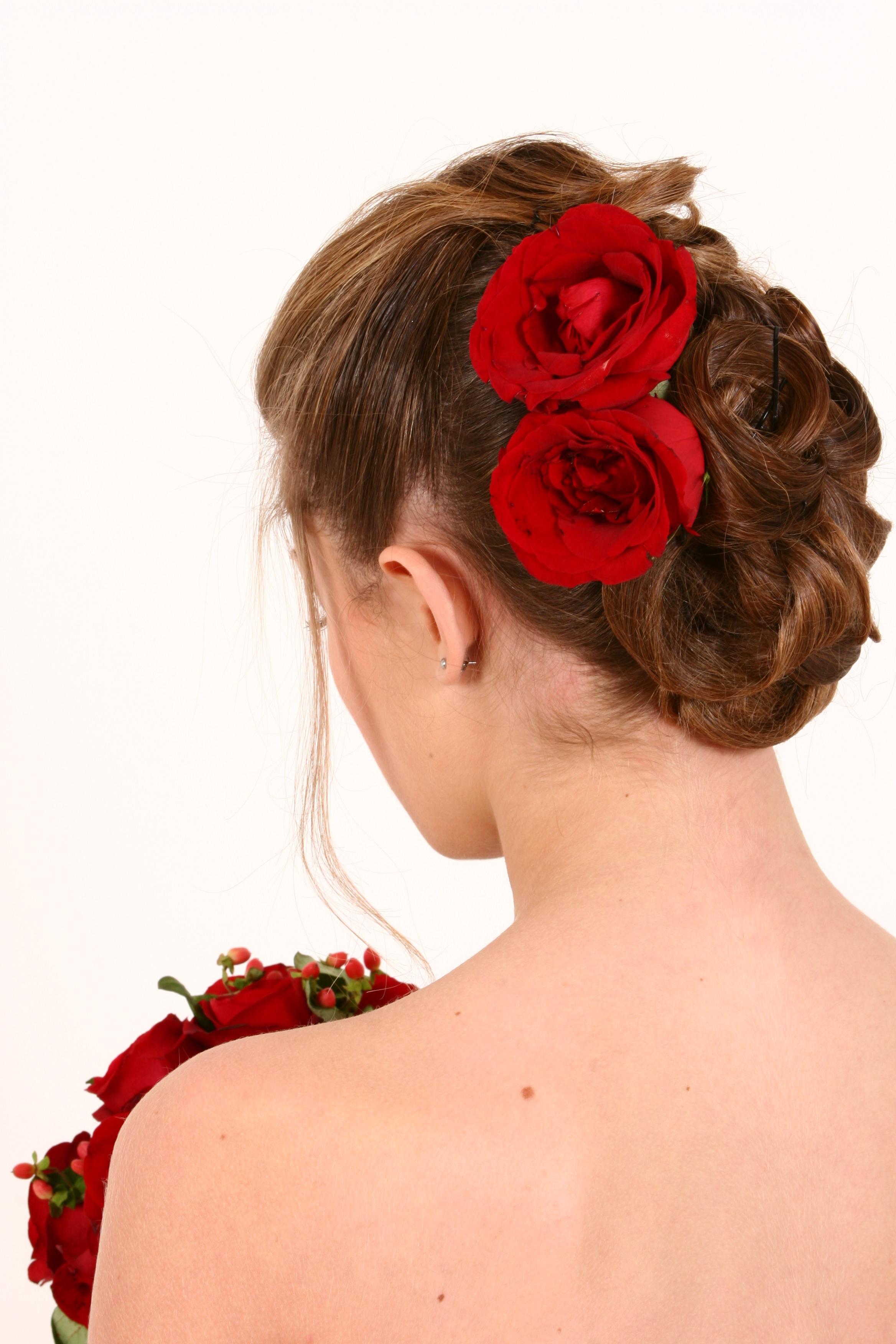 noiva, estilo tango, flores vermelhas, casamento cabelo  cabeleireiro(a) docente / professor(a) maquiador(a) stylist /visagista