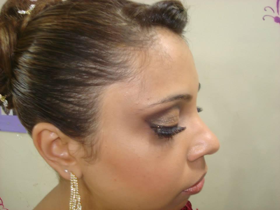 Madrinhas  Sempre com cuidado e visando o que a pessoa deseja.  auxiliar cabeleireiro(a) maquiador(a) massoterapeuta