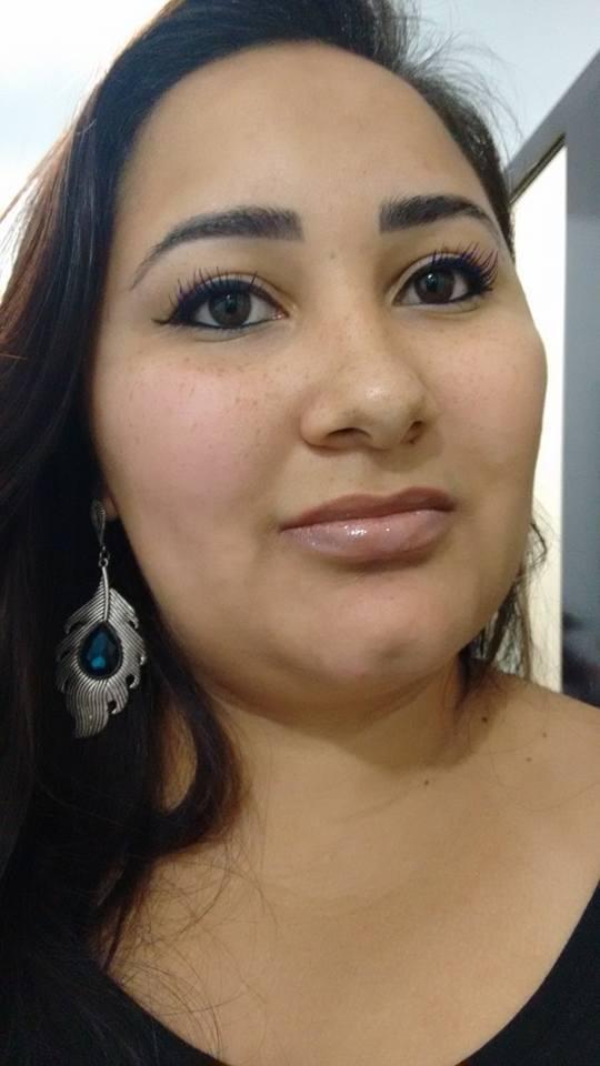 Cíntia Alves manicure e pedicure designer de sobrancelhas esteticista