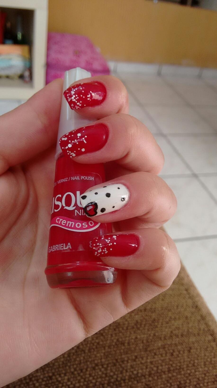 vermelho cremoso, gabriela unhas  manicure e pedicure