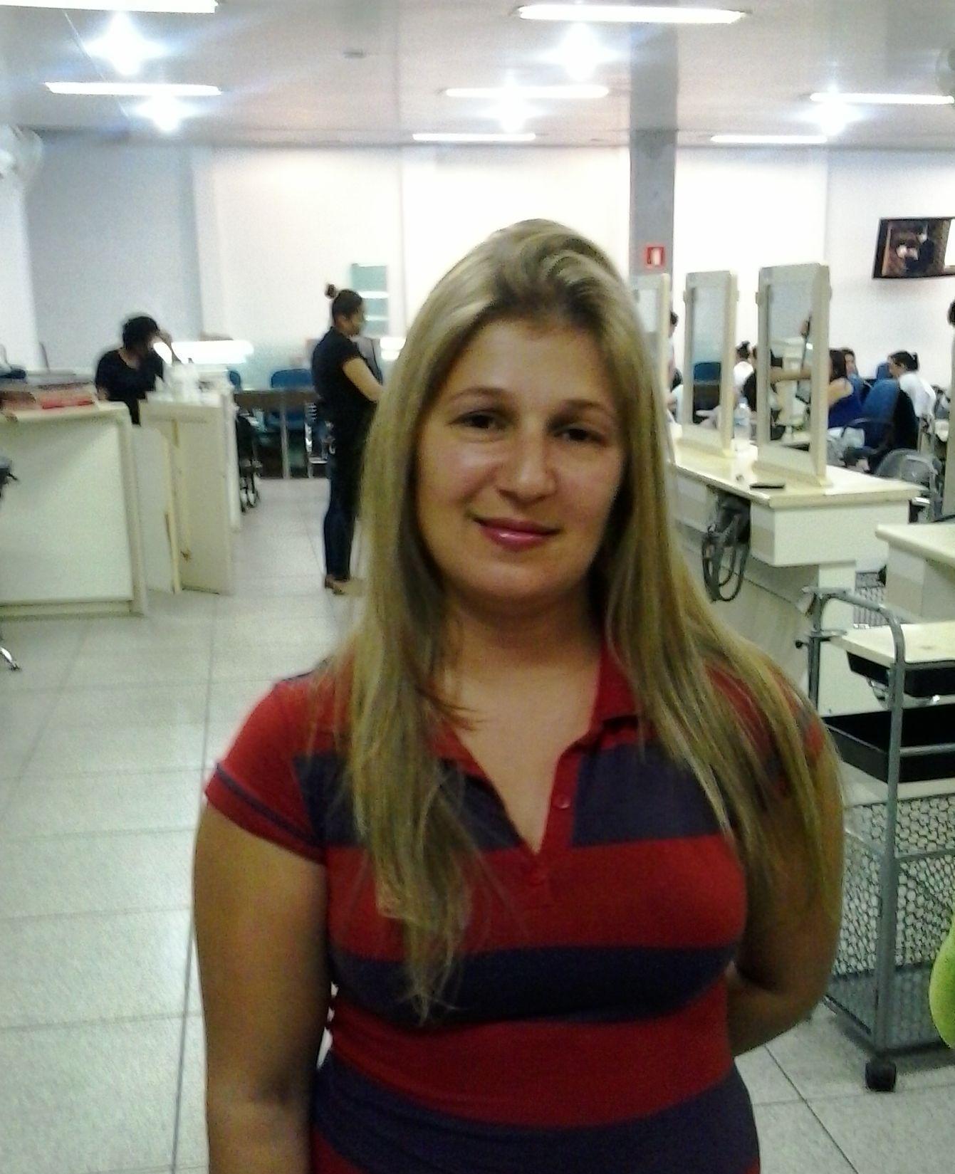 Luzes Escola Teruya recepcionista auxiliar cabeleireiro(a)