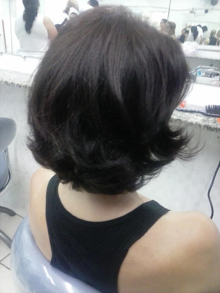 corte desfiado na navalha auxiliar cabeleireiro(a) secretário(a) auxiliar administrativo caixa vendedor(a)
