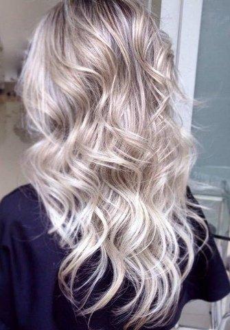 reflexos platinados em cabelos como vários procedimentos anteriores cabelo cabeleireiro(a) docente / professor(a) maquiador(a) stylist /visagista