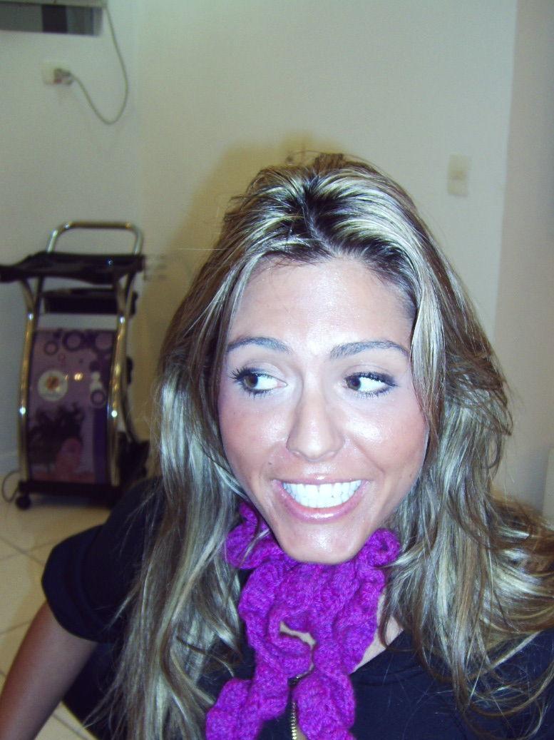 cabelos com reflexos  onde foi realizado um Reflexo Californiano e deu o resultado da foto a ceguir cabeleireiro(a) docente / professor(a) maquiador(a) stylist /visagista
