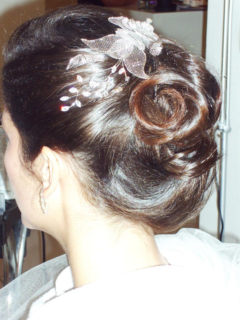 este e o 2 teste de penteado com outo arranjo vejam a luz nos detalhes do penteado cabeleireiro(a) docente / professor(a) maquiador(a) stylist /visagista
