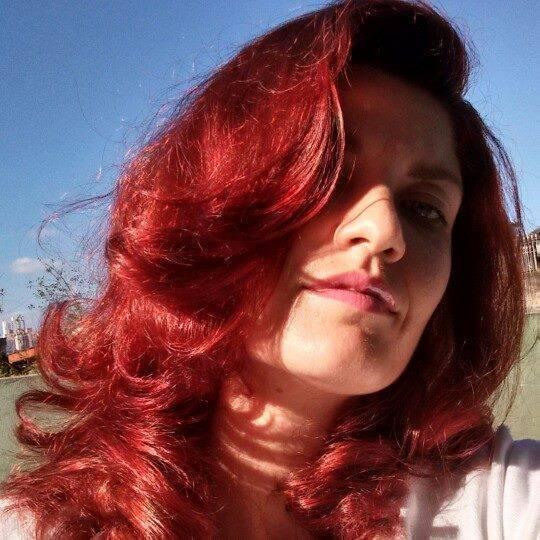 Bianca Campos minha amiga e modelo coloração vermelho intenso 8,66 Keune  cabeleireiro(a) docente / professor(a) maquiador(a) stylist /visagista