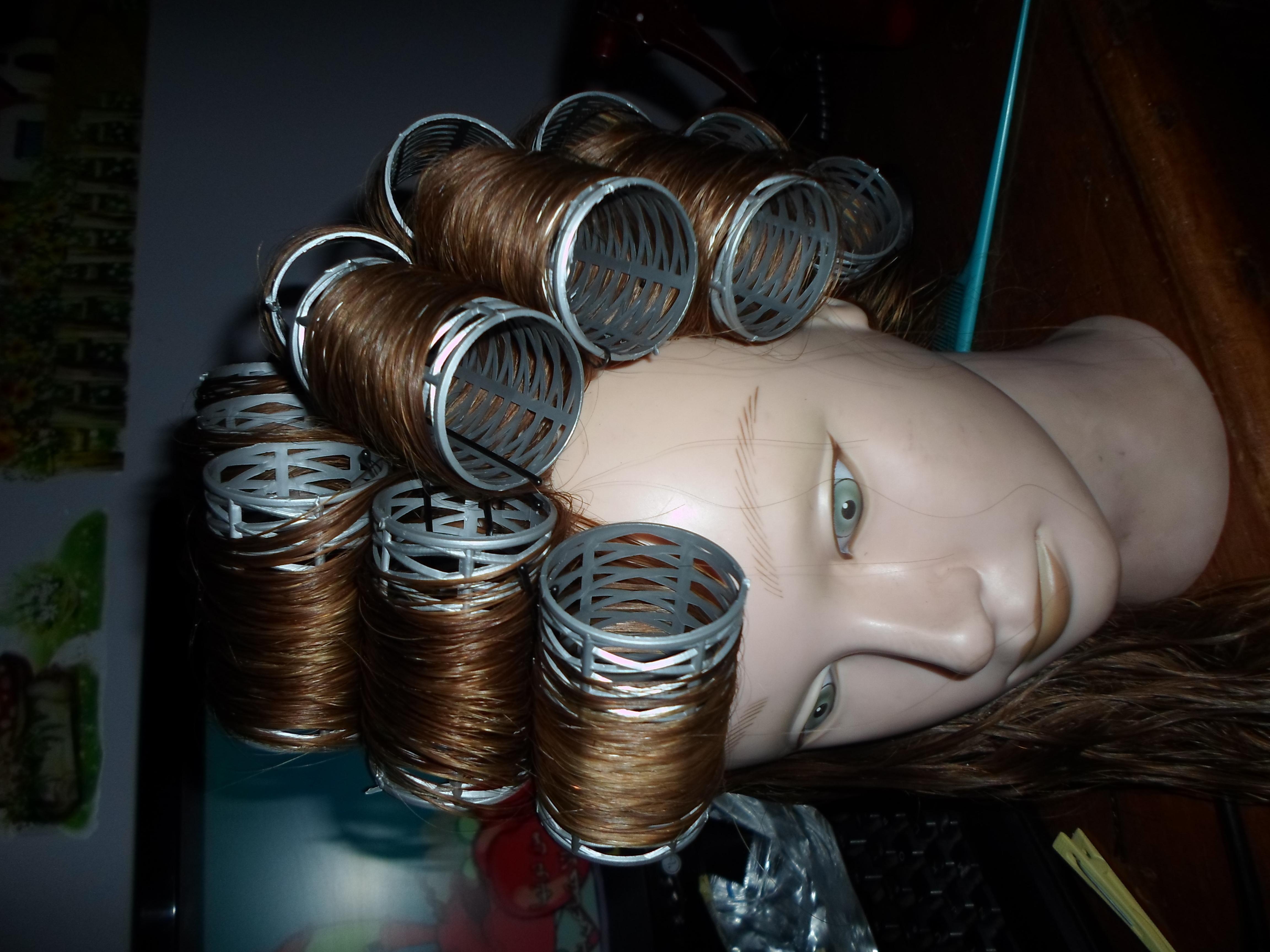 Treinando  auxiliar cabeleireiro(a) maquiador(a) designer de sobrancelhas