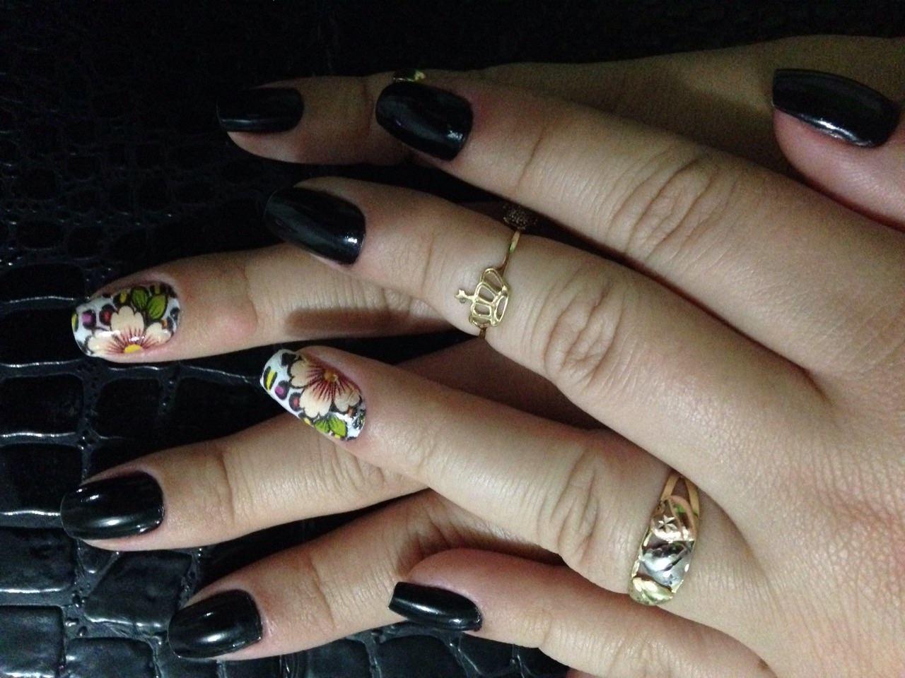preto com flor, flor, dia-a-dia. unhas  manicure e pedicure maquiador(a) escovista manicure e pedicure maquiador(a) escovista