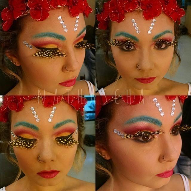 Maquiagem e caracterização de fada Com pele preparada com efeito de luz e sombra, nos olhos é utilizado cute crase, cílios de plumas e batom pink carnaval, colorida, fada maquiagem  maquiador(a) designer de sobrancelhas