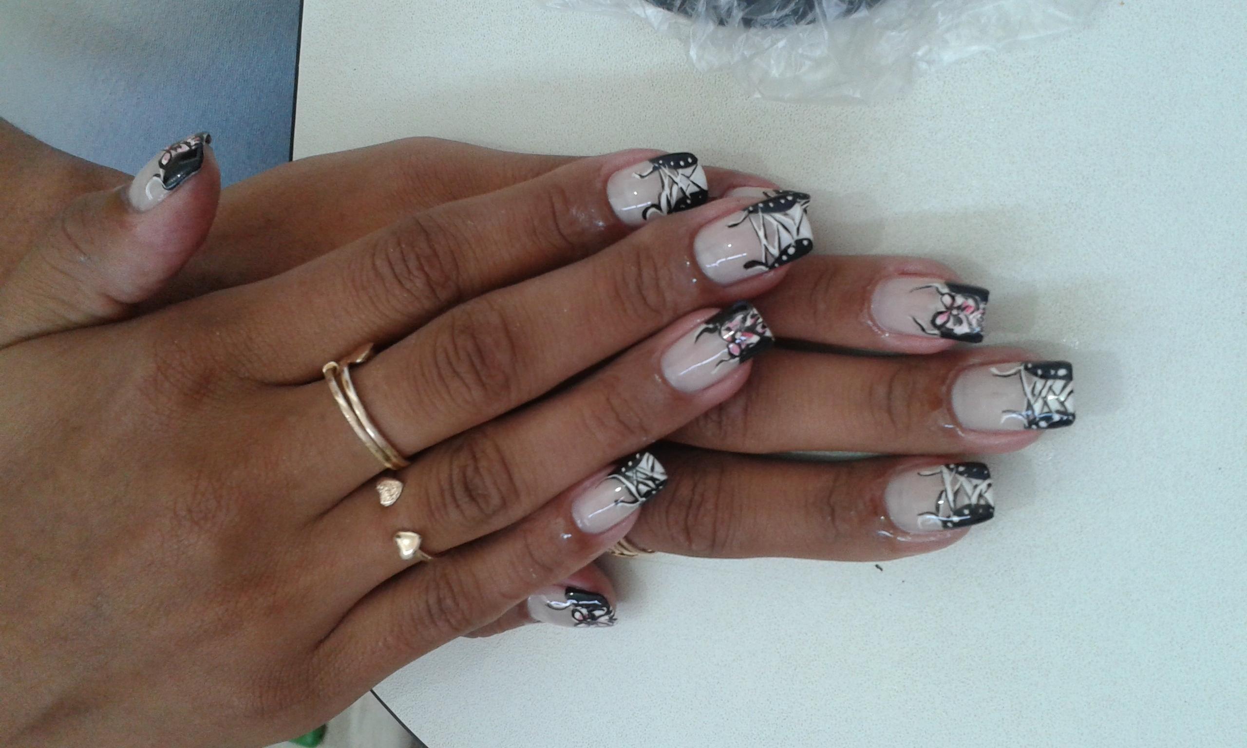 tênis, branco e preto, cadarço, decorada, escola, dia-a-dia unhas  manicure e pedicure manicure e pedicure