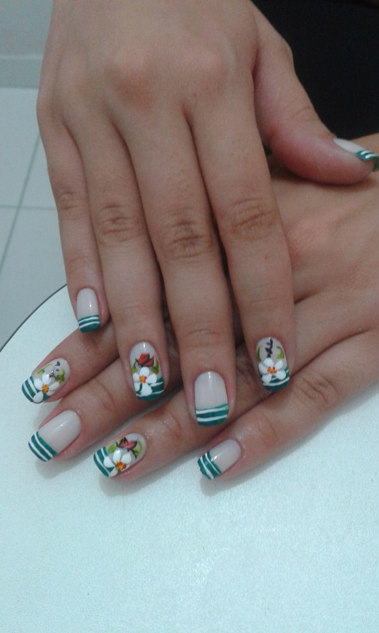 francesinha verde, floral, rosas brancas, dia, festa unhas  manicure e pedicure manicure e pedicure