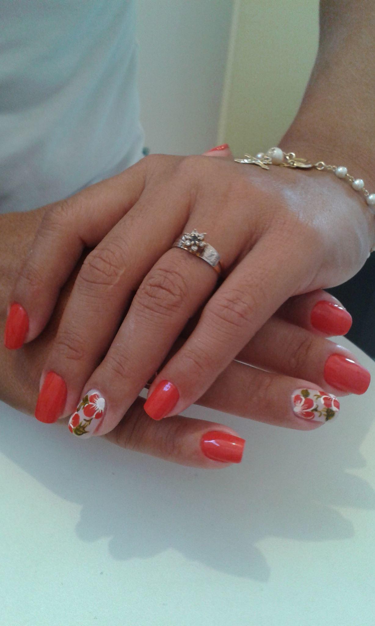 flor vermelha, vermelho cremoso, básico, dia-a-dia unhas  manicure e pedicure manicure e pedicure