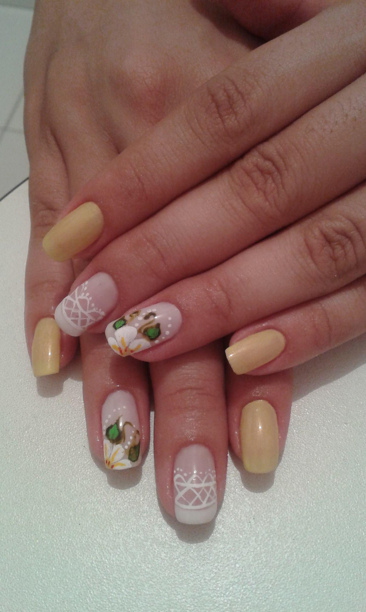 flores, renda, amarelo delicado unhas  manicure e pedicure manicure e pedicure