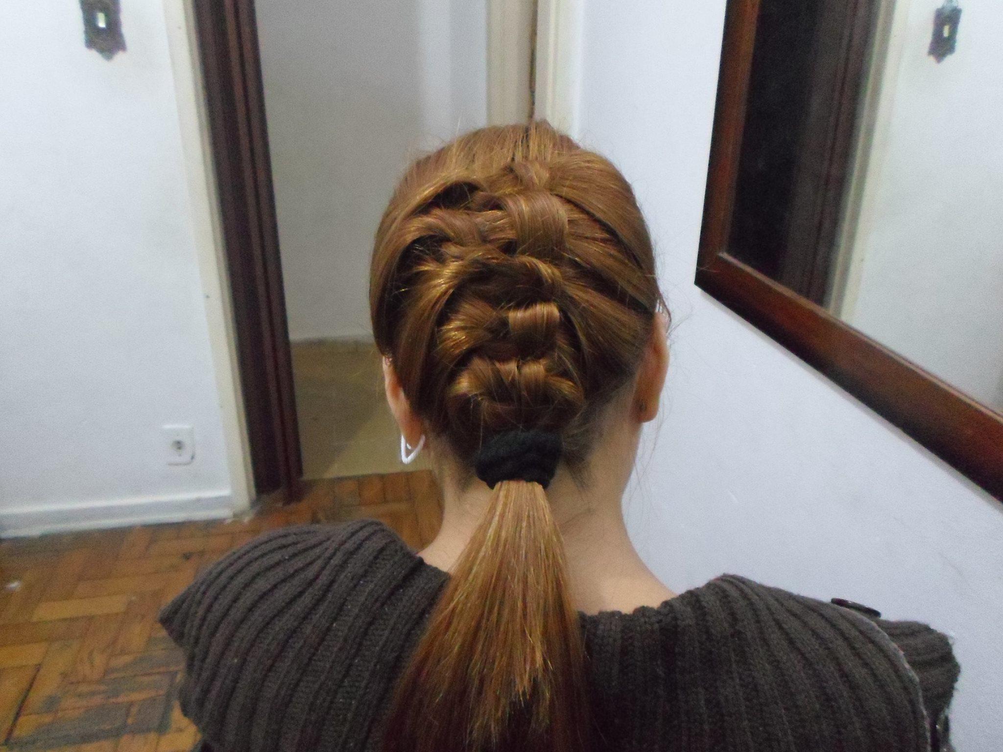 trabalhos de unhas e cabelo trança russa, penteado, noiva, noivinha cabelo  cabeleireiro(a) manicure e pedicure designer de sobrancelhas