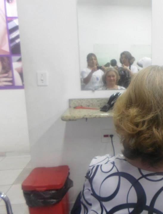 cabeleireiro(a) manicure e pedicure designer de sobrancelhas