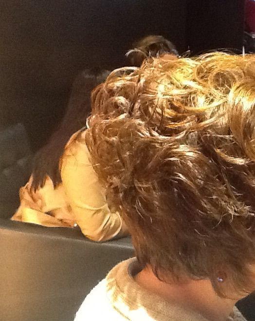 Corte e Cor Corte Chanel com nuca batida e levemente um bico. Cor 7.0 com algumas nuances no tom de 9.1 cabeleireiro(a)