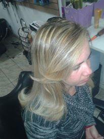 marcado a gosto da cliente , para não ficar tão marcado decidi fazer em forma de ombre hair. visagista