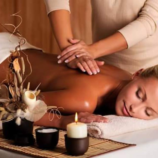 Massagem relaxante esteticista massoterapeuta