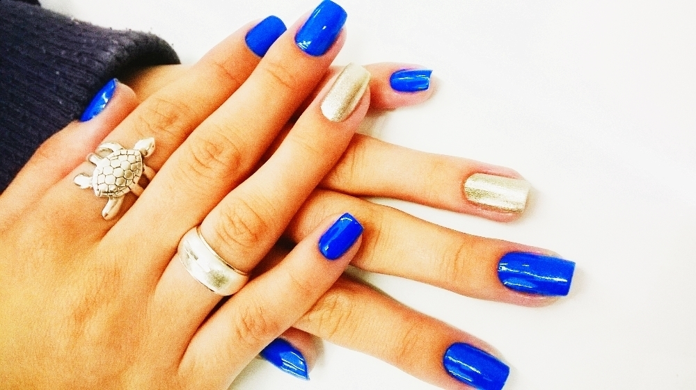 unhas q fiz!!*__* azul, dourado unhas  cabeleireiro(a)
