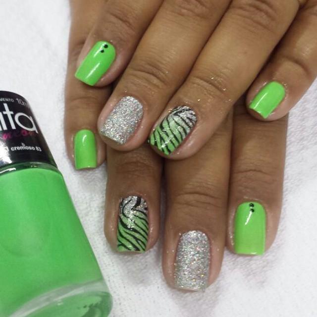 zebra, carnaval, verde florescente, brilho unhas  manicure e pedicure