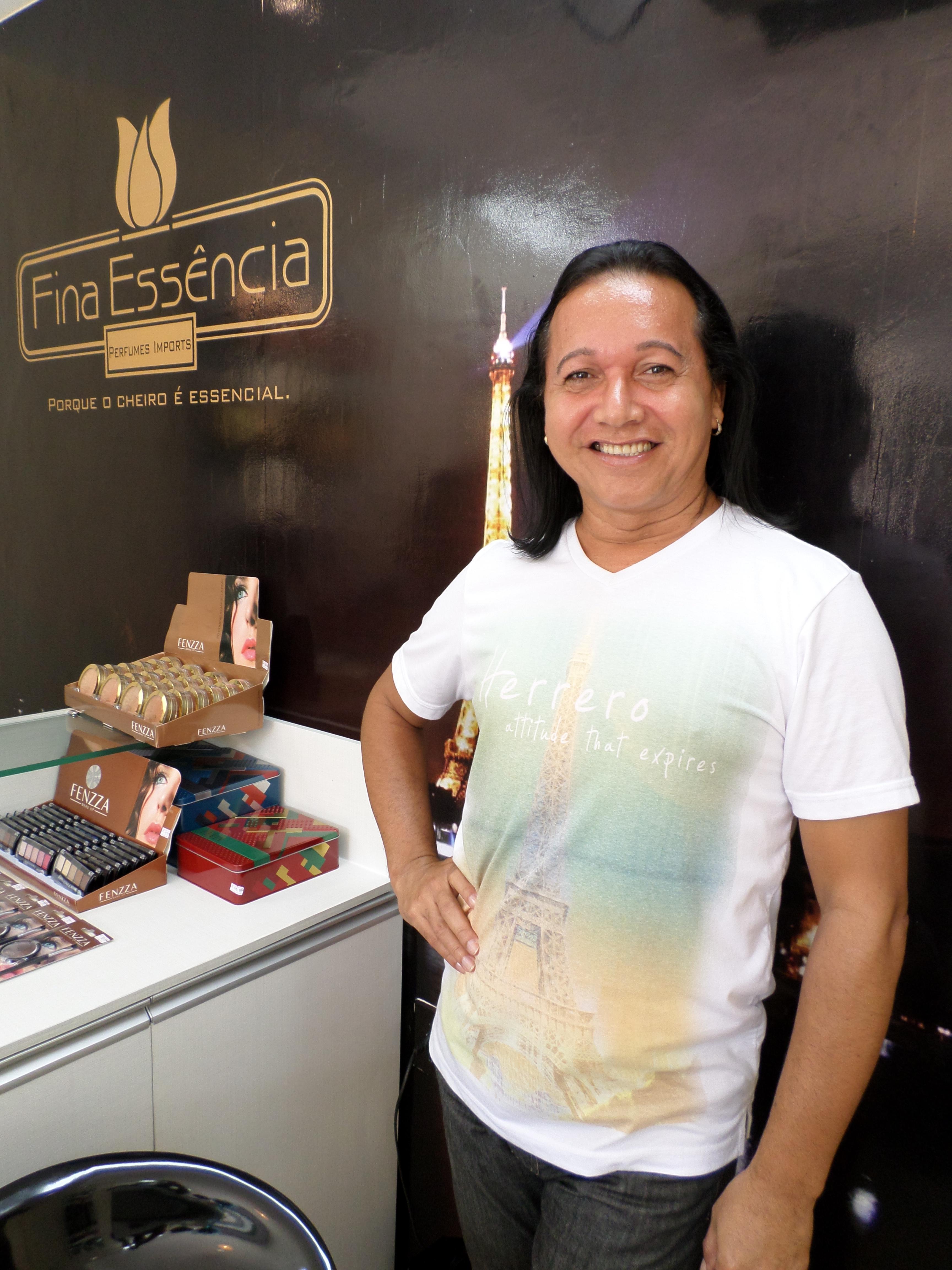 MARINALDO VALENTIM  CABELEIREIRO * * * * * cabeleireiro(a) maquiador(a)