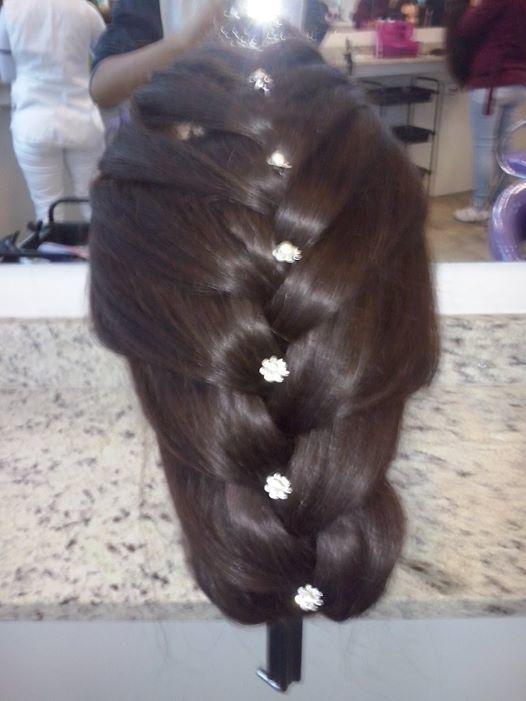 Penteado de Princesa cabeleireiro(a) maquiador(a) auxiliar cabeleireiro(a) assistente maquiador(a)
