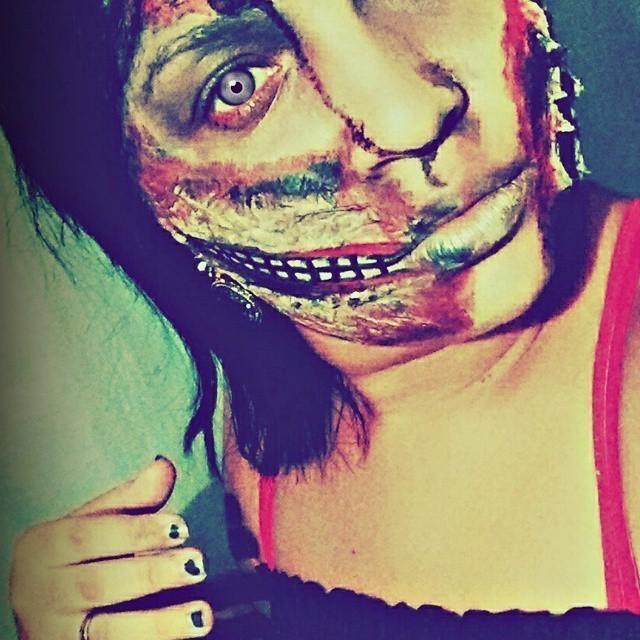 Make_Zumbi maquiador(a)