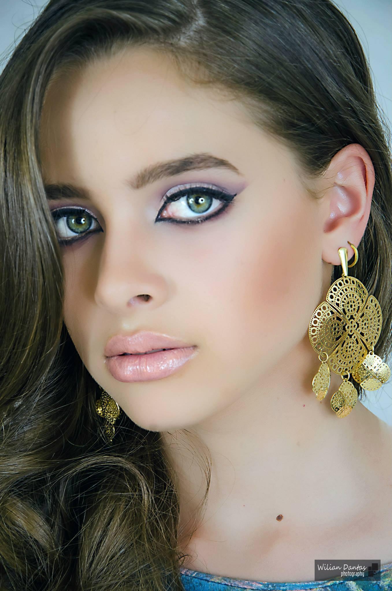 Make-up Maquiagem realizada com a técnica Airbrush. maquiador(a)