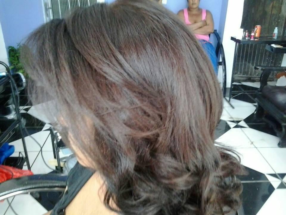 Escovas modeladas, cortes e progressivas  cabeleireiro(a) auxiliar cabeleireiro(a)