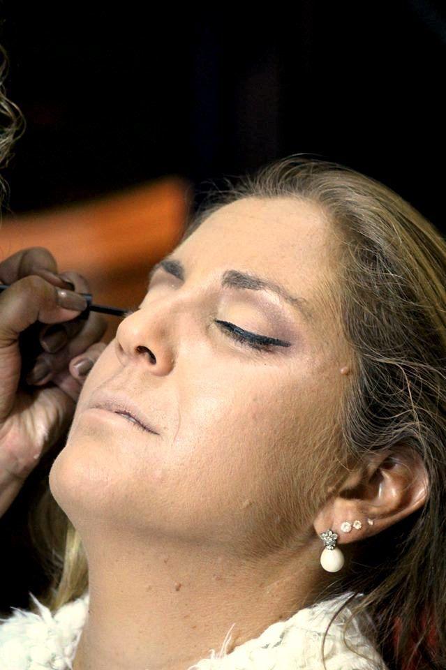 Maquiagem Básica, seguindo o estilo da cliente.  Trabalho ainda não finalizado. maquiador(a) auxiliar administrativo