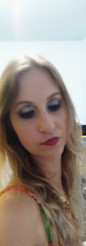 Maquiagem festa  Sombra canto interno perola , e sombra lilas paleta 3 d jasmyne  maquiador(a)