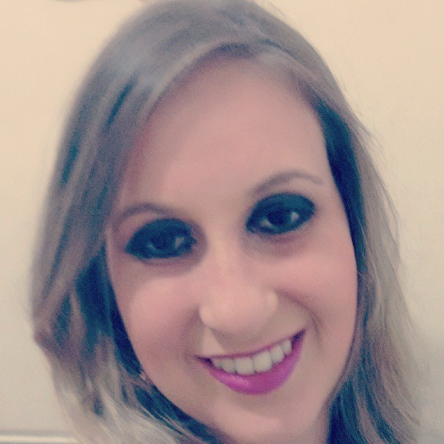 Maquiagem boca tudo e olho tudo  maquiador(a)