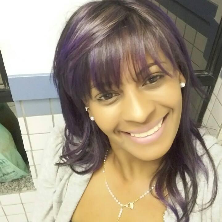 Andréa Zantos  Profissional com mais de uma década na área, atualização contínua, amor e admiração pela arte da transformação.  manicure e pedicure depilador(a) massoterapeuta