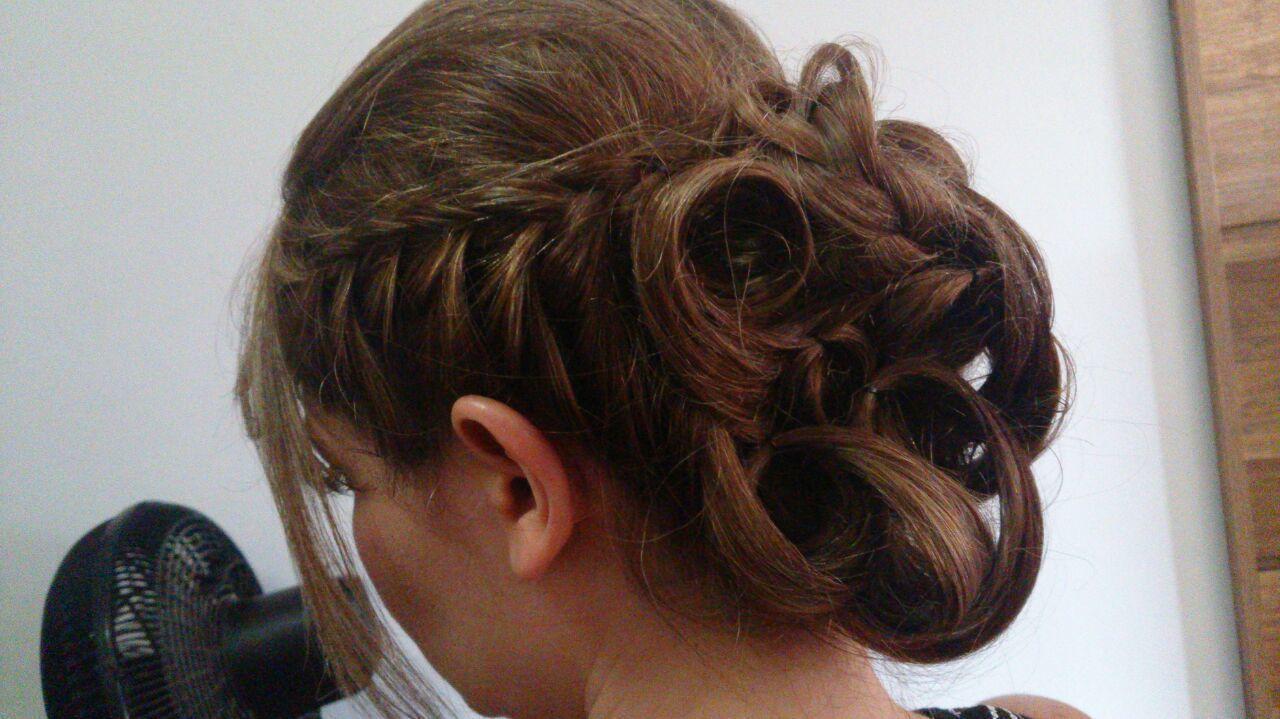 Penteado com trança #penteados#trança#make cabeleireiro(a)
